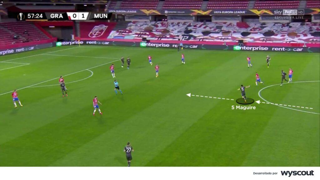 Maguirre, jugador del United, en participación en fase ofensiva.