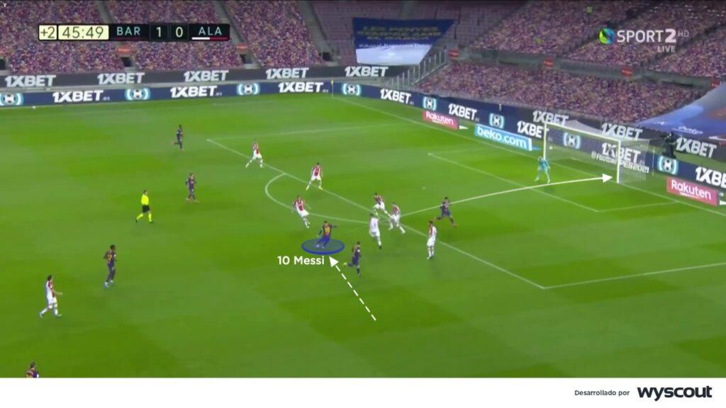 Lionel Messi juega como delantero interior, partiendo desde banda derecha para su disparo al primer palo.